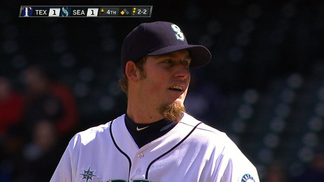 Maurer notches first win as Mariners earn split