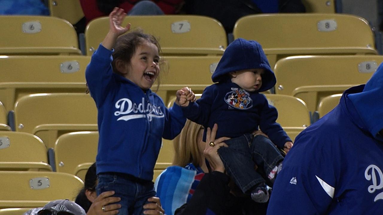 Dodgers borrow Fenway ritual to honor Boston