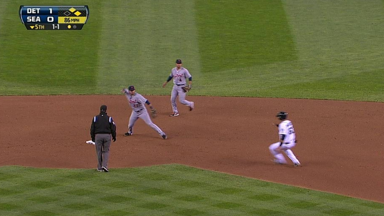 Infante looking comfortable on double-play throws