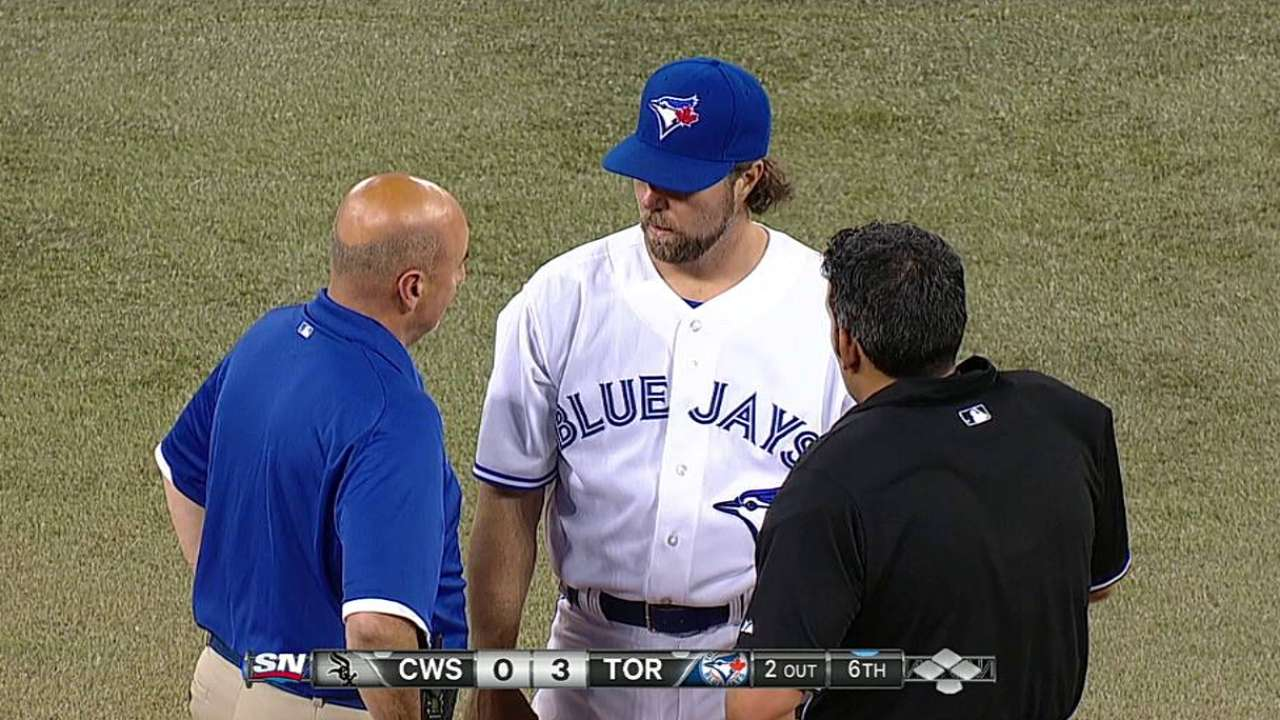 Blue Jays use caution in lifting Dickey after six strong