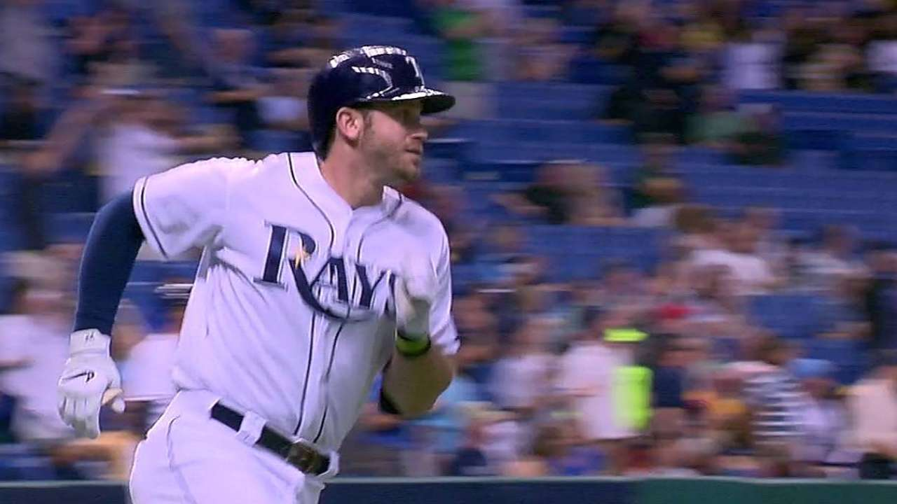 Longoria racking up homers after series of singles