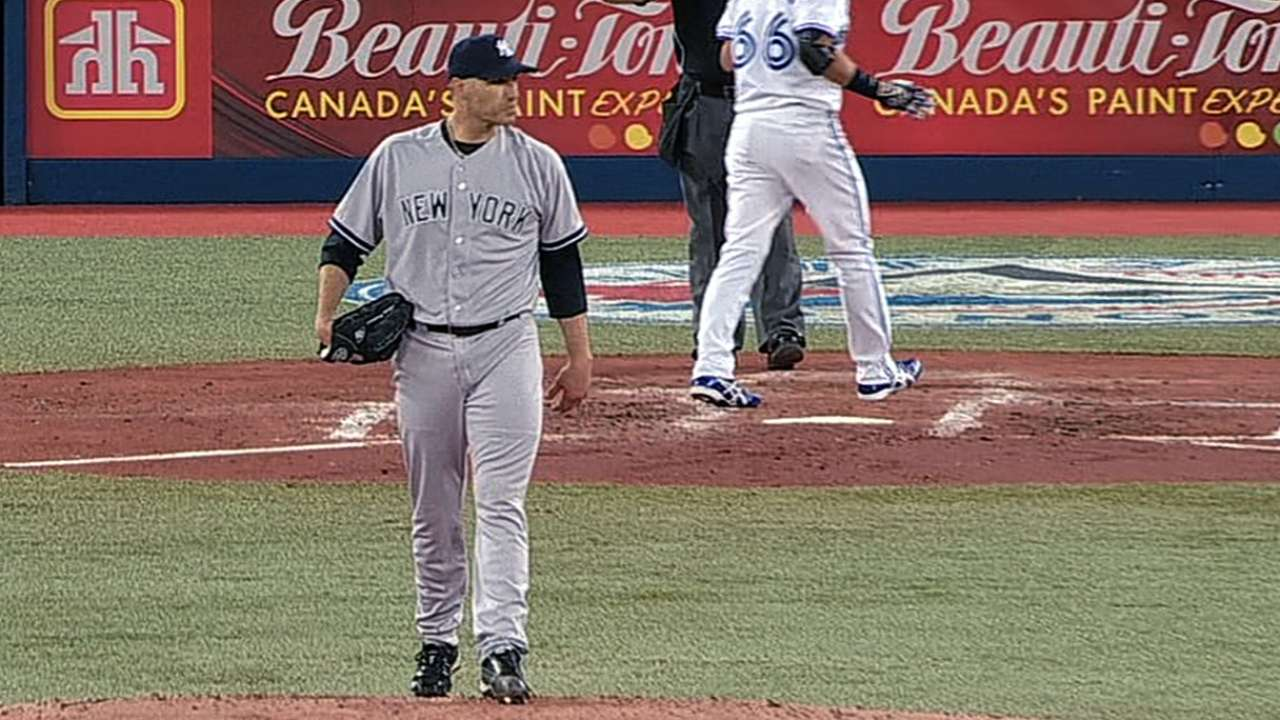 Pettitte clips Blue Jays as Yankees play long ball