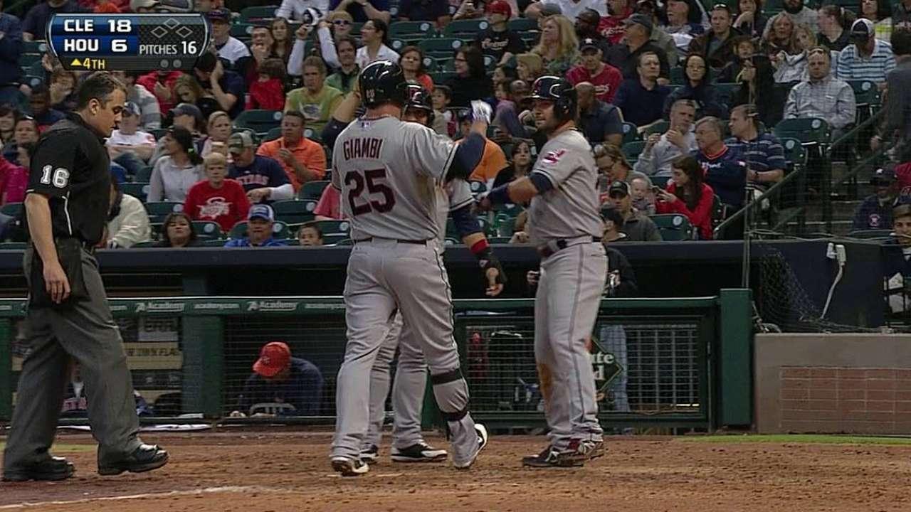 Indios apalean a Astros y cortan mala racha