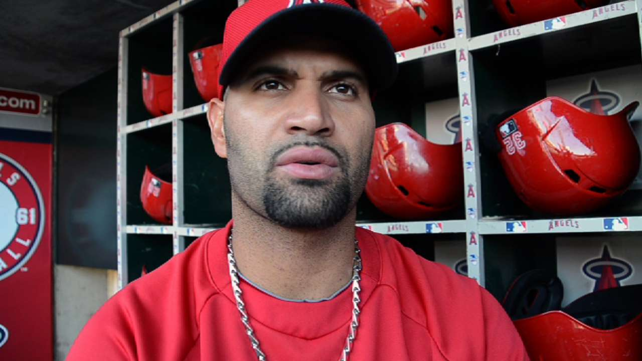 Pujols returns to first base