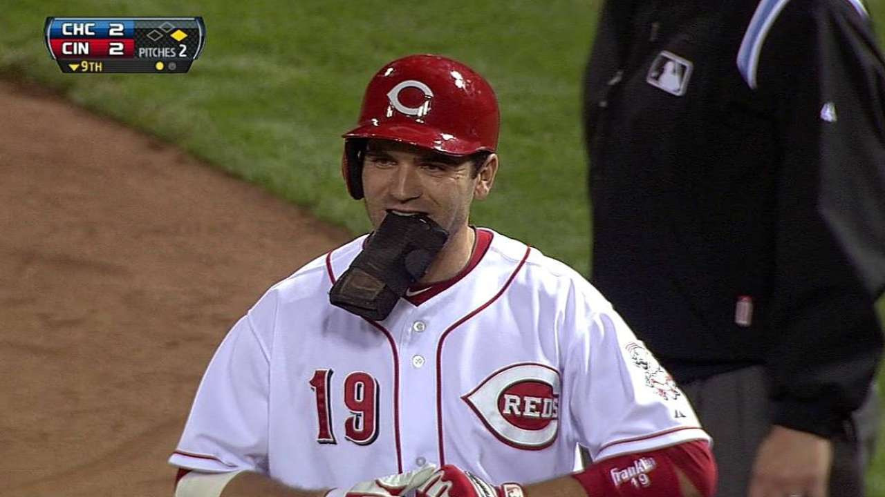Votto sends game to extras, Reds fall in 10th inning