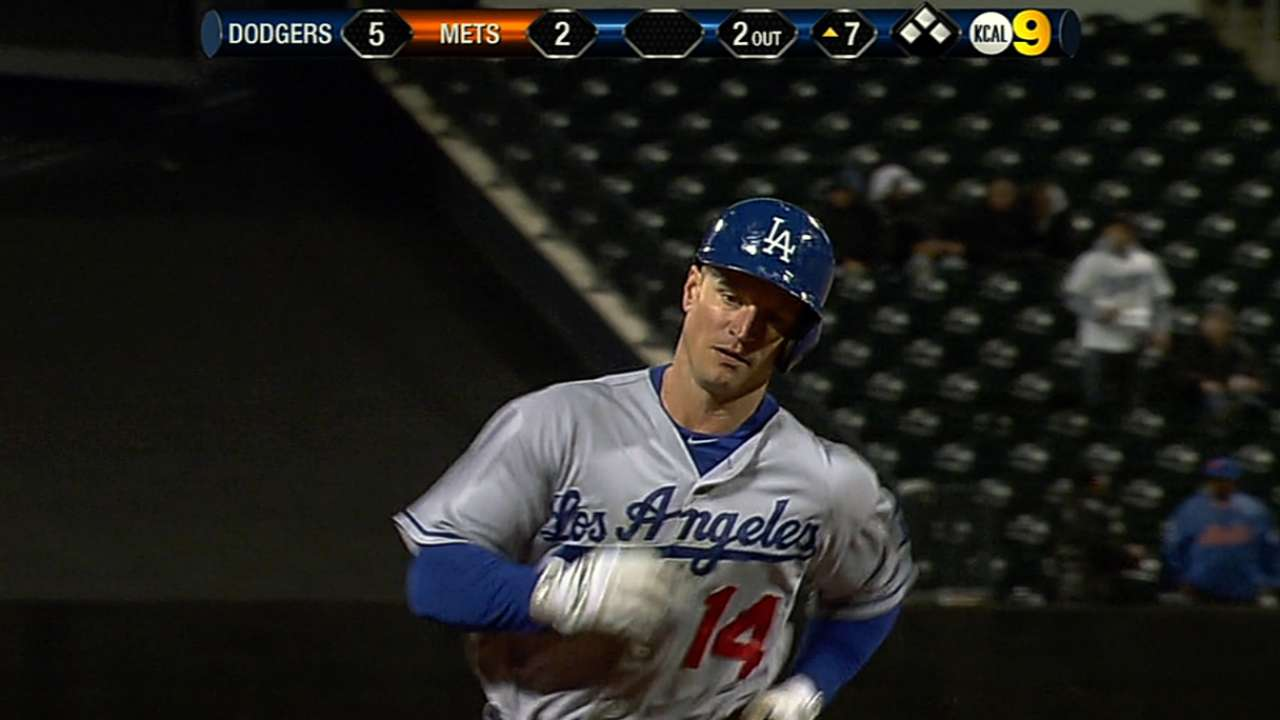 M. Ellis carries Dodgers to victory with two homers
