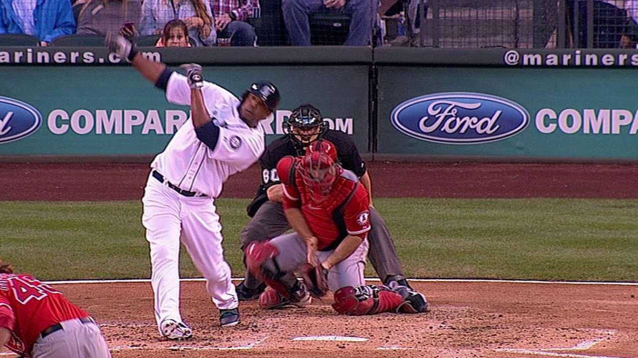 Peguero shows off his speed for Mariners