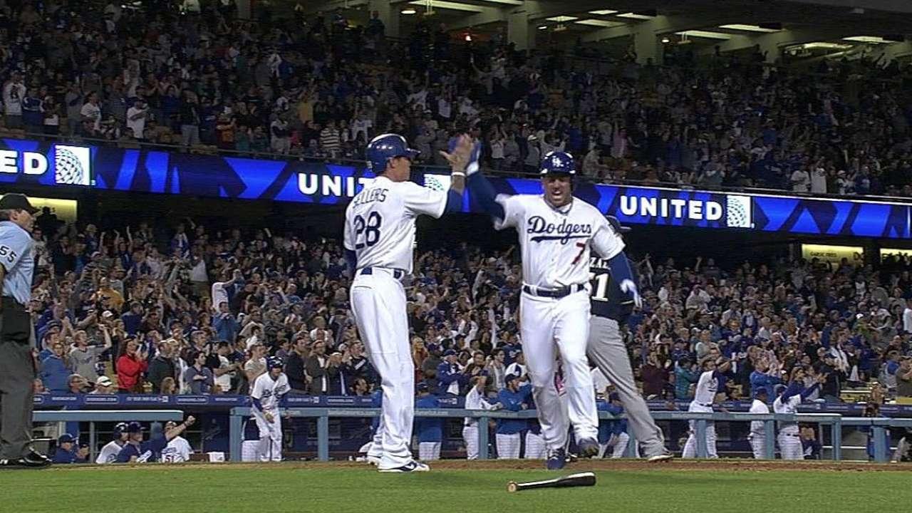 González impulsa a Dodgers sobre Cerveceros
