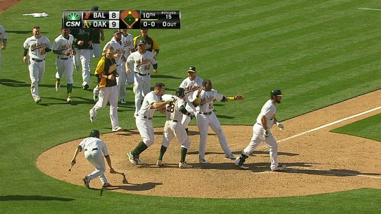 A's win with small ball in extras after Cespedes' HR