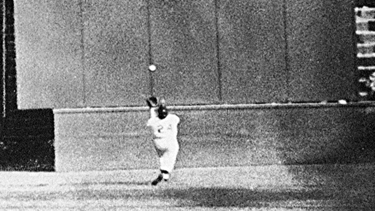 Mays reflects on Giants' 1954 World Series win