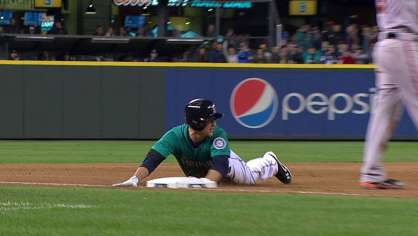 Seager hits an RBI triple