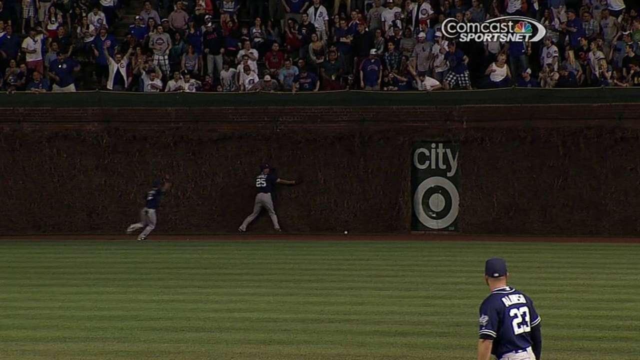 Feldman, Cubs mantienen a raya bateo de Padres