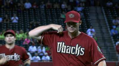 D-backs bring back Reynolds on one-year deal