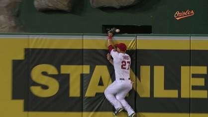 McLouth hits a two-run homer