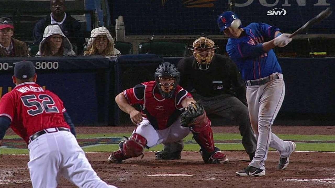 Mets remontan para vencer a Bravos en 10 innings