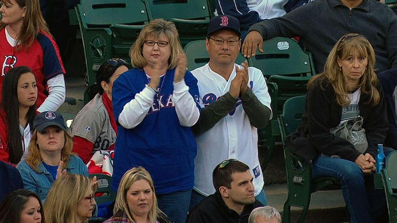 Ex-Rangers catchers enjoy return to Arlington