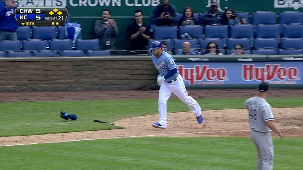 Kottaras walks tall to aid Royals' offense