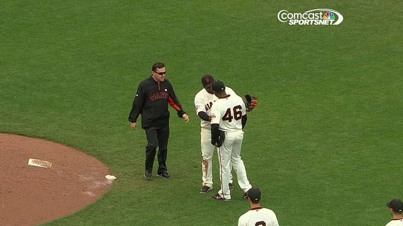 Casilla exits game with right knee injury