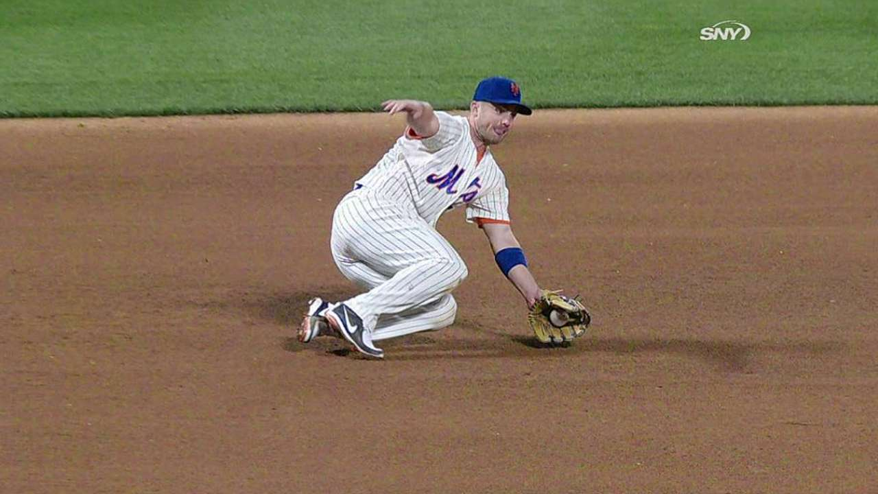 Wright says he's fine despite sore left knee