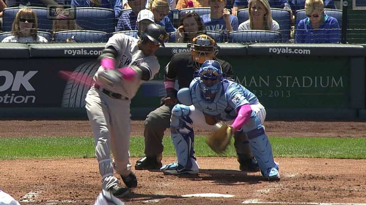 Cano homers on Mother's Day using pink bat