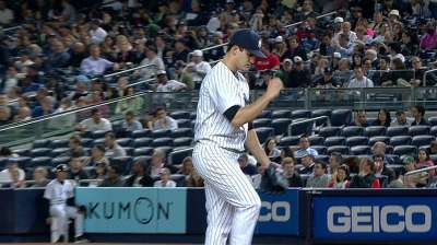 Pettitte exits in fifth inning with apparent injury