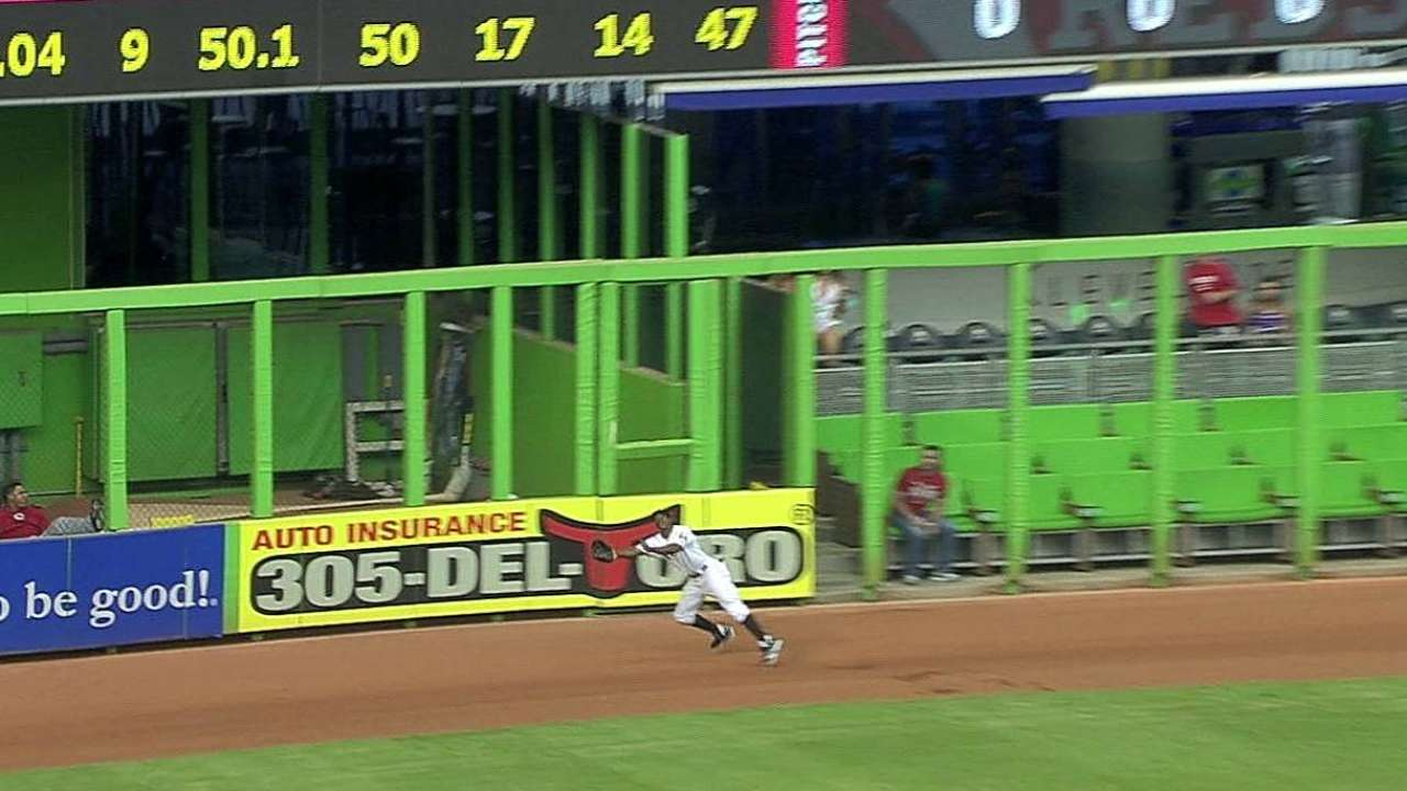 Marlins sufrieron barrida al caer vs. Rojos en 10 innings