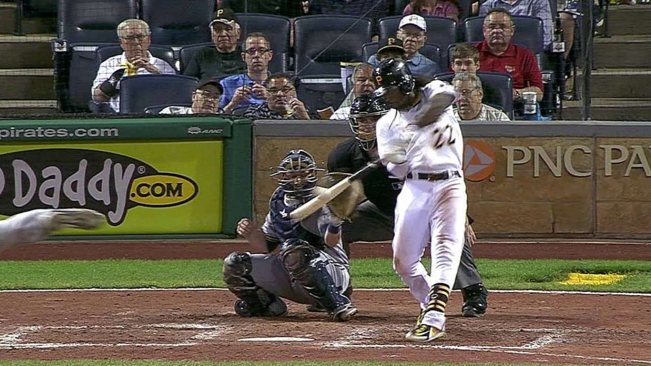 McCutchen back in lineup after knee soreness
