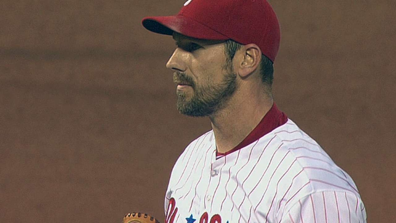 Needing win, Phillies break tie late to top Reds