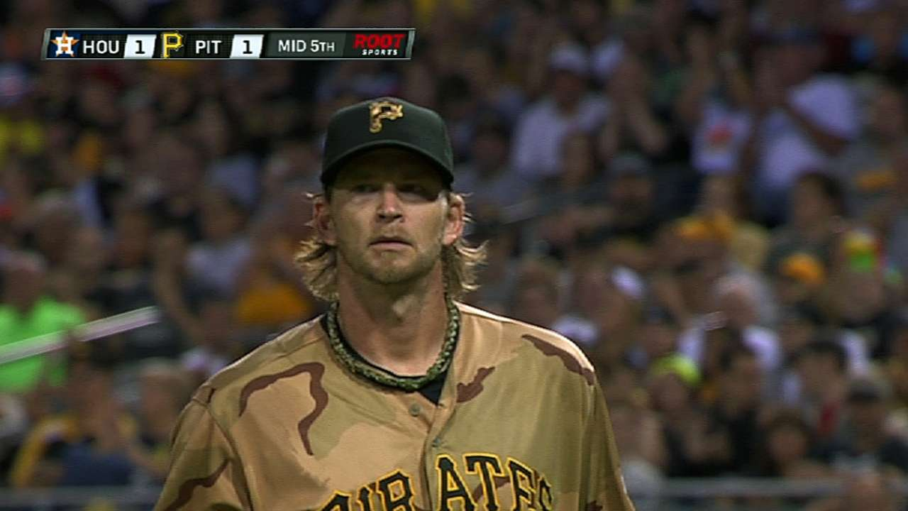Pirates fall in 11th after bullpen has rare misstep