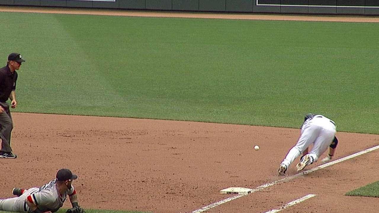 Mauer's streak ends, Twins drop finale with Sox