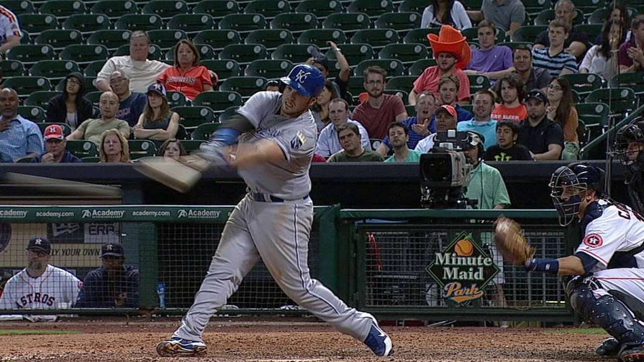 Moustakas reunites with Astros' Dominguez