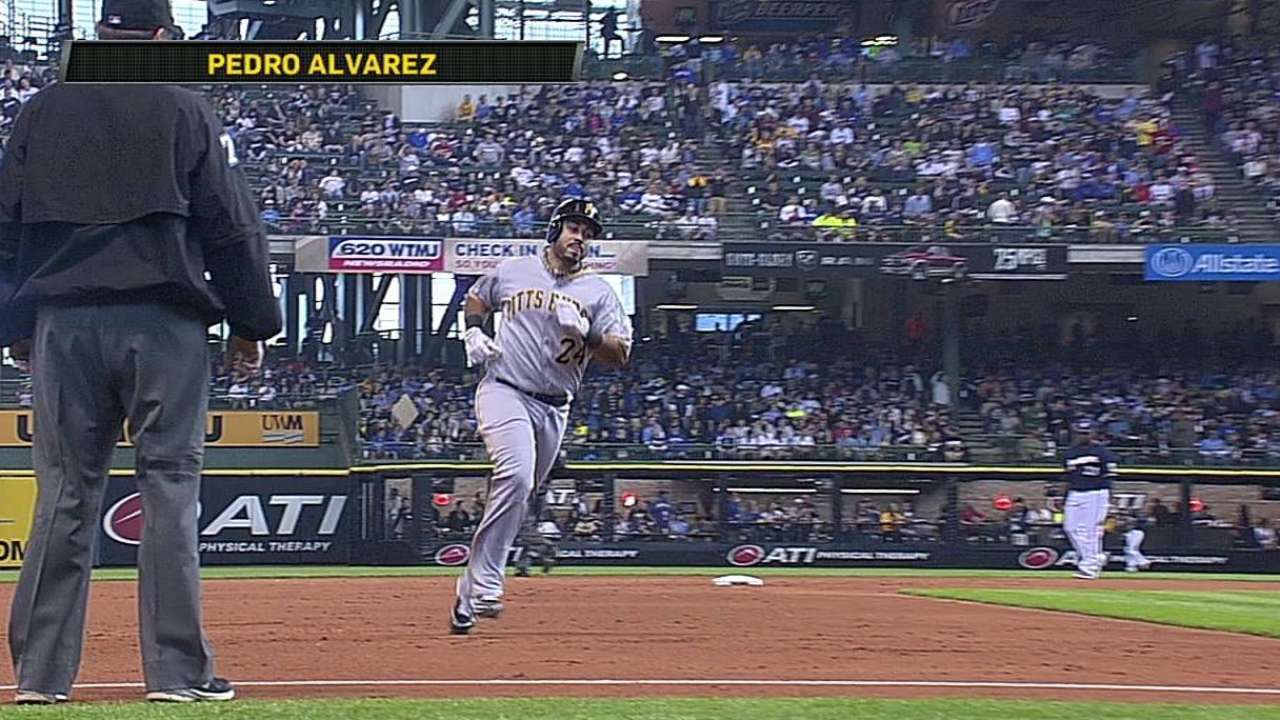 Alvarez dio dos HR y Pittsburgh se impuso a Milwaukee