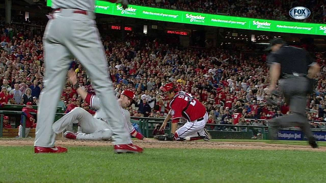 Delmon delivers in eighth as Phils top Nats