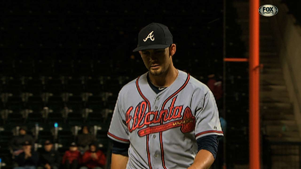 Minor's arm, bat lead Braves to eighth straight win
