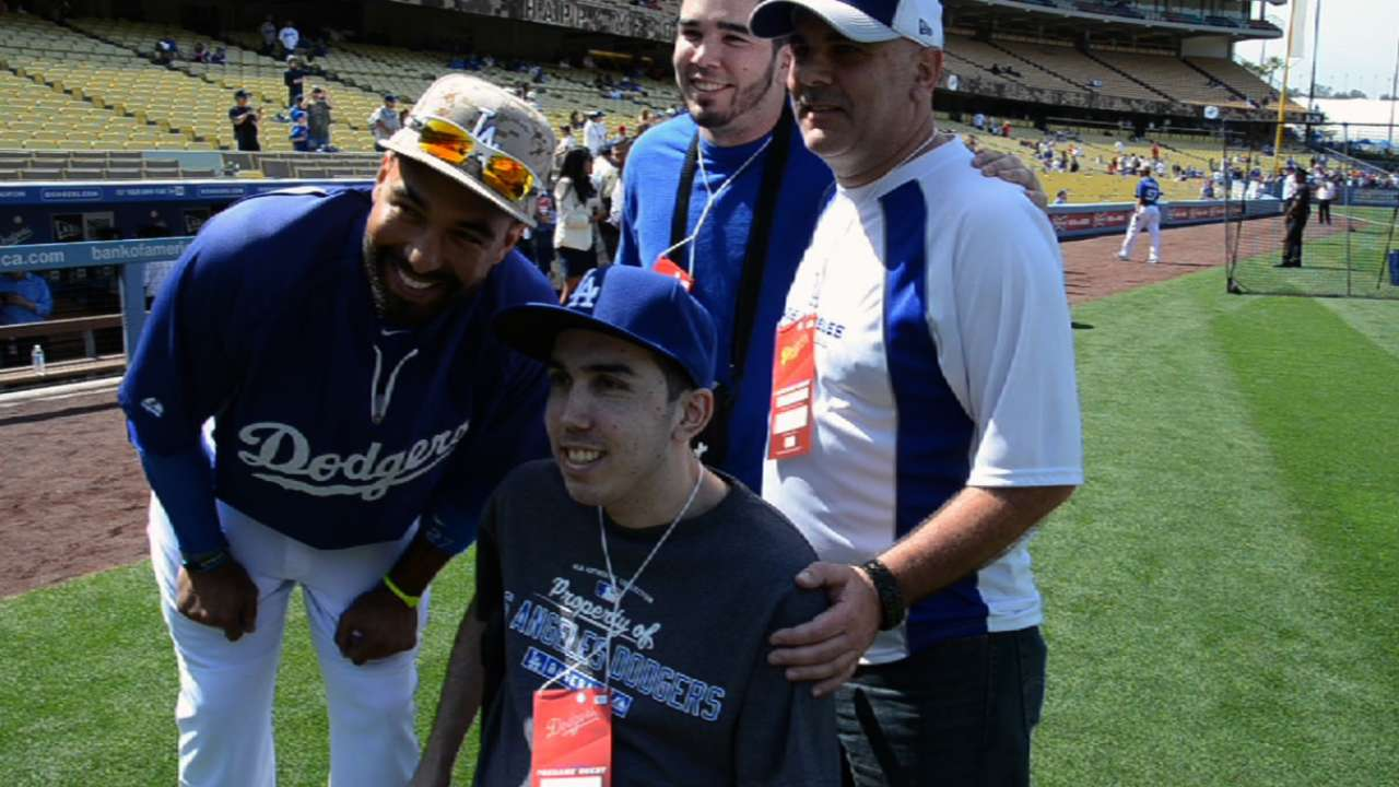 Kemp reunites with SF Dodger fan in LA