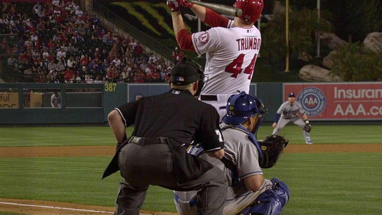 Weaver se faja y Angelinos doblegan a Dodgers