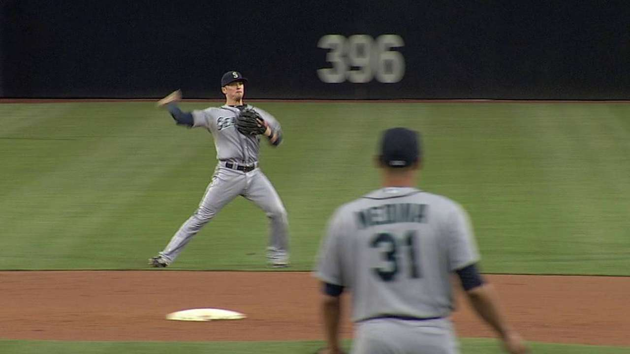 Mariners unable to hold off Padres in wild finish