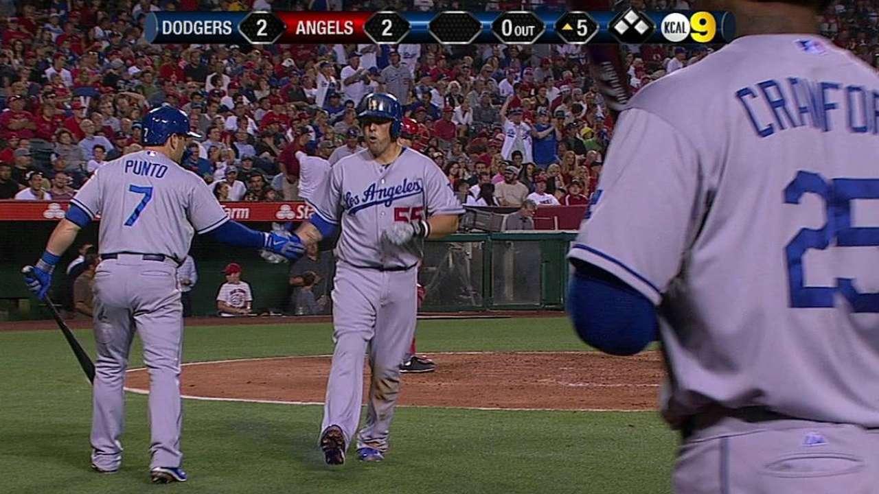 Hernández luce pero Dodgers caen con Angelinos