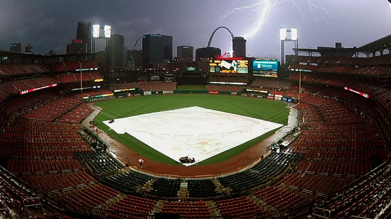 Mozeliak, Matheny weigh in on rain delay rule