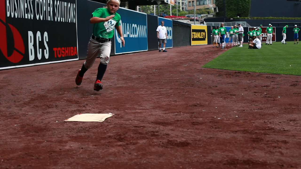 Padres host Pitch, Hit & Run competition