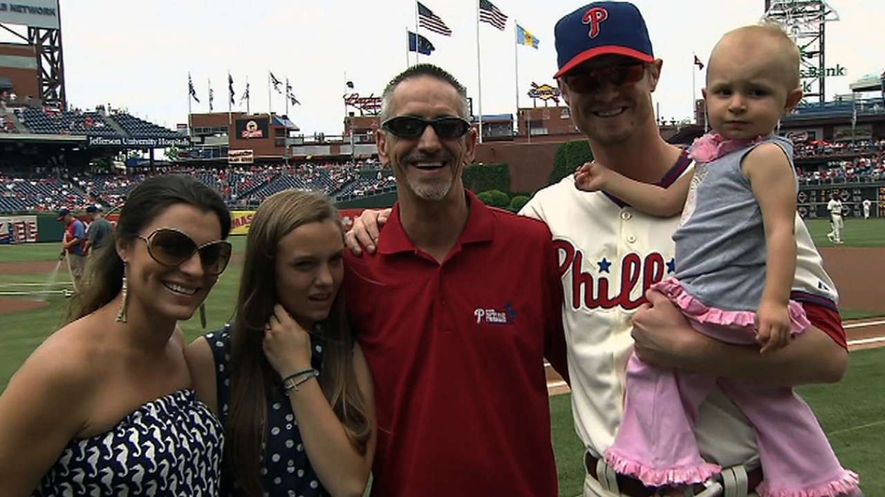 Kendrick's father honored at Citizens Bank Park