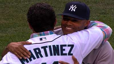 Mo shows appreciation, meets with Mariners staffers