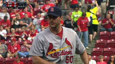 Wainwright, Cards cruise past Reds, pad Central lead
