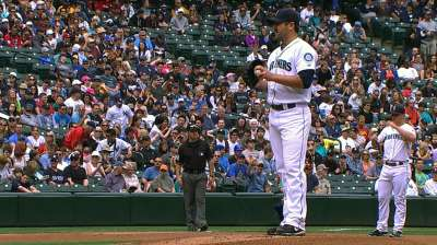 Saunders comes up on short end of duel with Pettitte