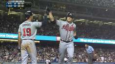 Medlen's multitasking lifts Braves in LA