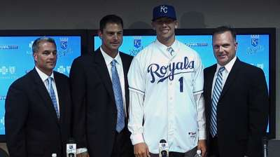 Royals ink deal with No. 1 Draft pick Dozier
