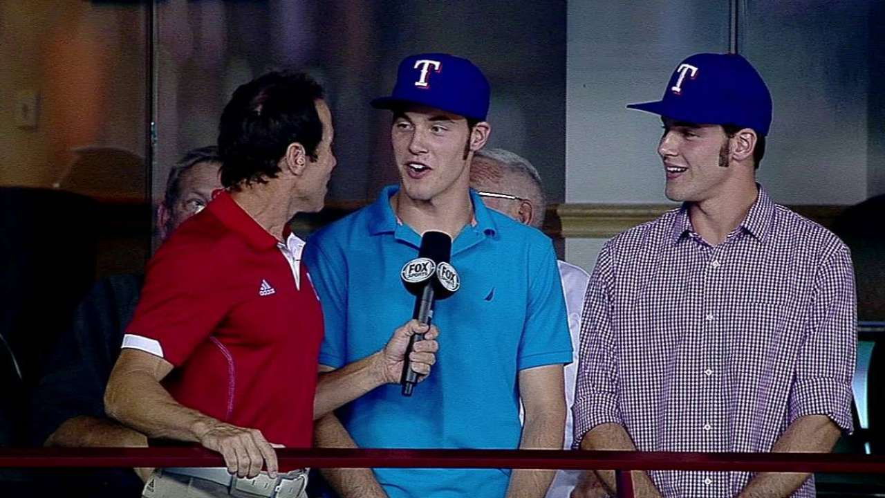 Baseball just part of bond for twin Texas prospects