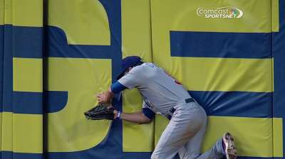 DeJesus crashes into fence, sprains right shoulder