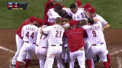 Bruce's walk-off homer wins it for Reds in 10th