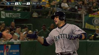 Zunino, Saunders lead Mariners over A's